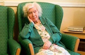 Circadian-Rhythm-Disorders-in-Patients-Suffering-from-Alzheimer's-Disease-old-woman-sitting-on-a-couch